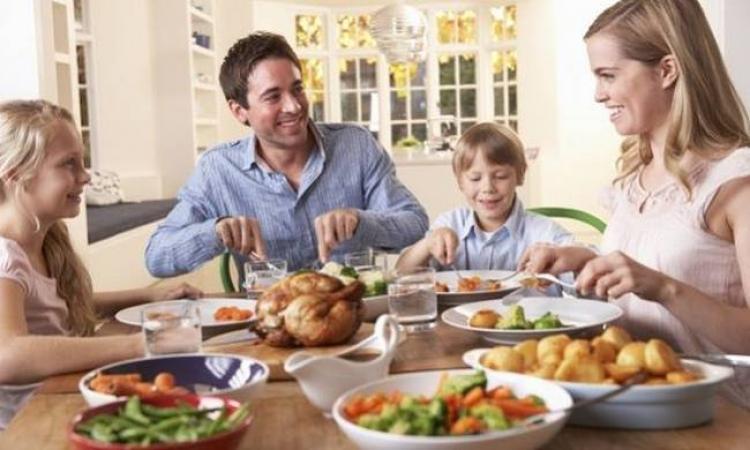 Φάε το φαγητό της μαμάς σου γιατί....