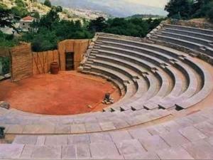 «Η πόλη που κάηκε μας κατοικεί» στο θέατρο Σέττας «Ν. Παπακωνσταντίνου»