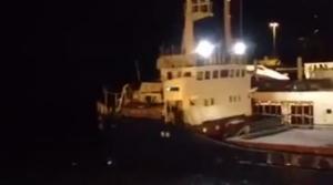 Πλοίο έπεσε στην παλιά γέφυρα της Χαλκίδας - ΒΙΝΤΕΟ